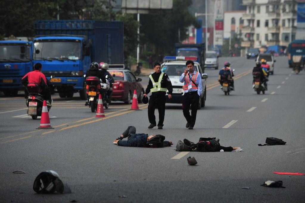 중국 오토바이 사망사고 현장 보도사진(혐오사진..