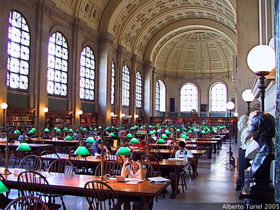 책 안 읽는다구요?  공공도서관을 늘려 주세요