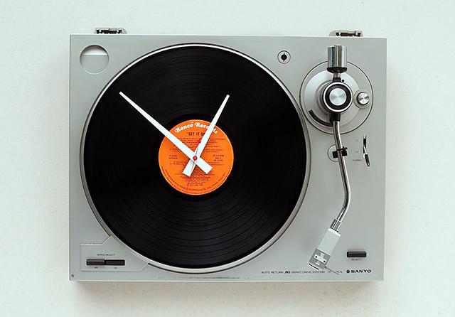 음악이 들릴듯한 시계, 턴테이블 클락