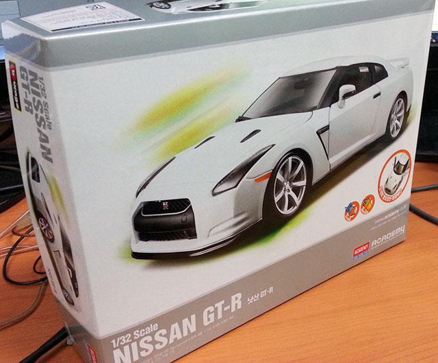 아카데미/부라고 1/32 닛산 GT-R