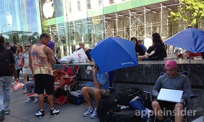 애플 스토어에 벌써 줄서는 사람들이 등장했다니...