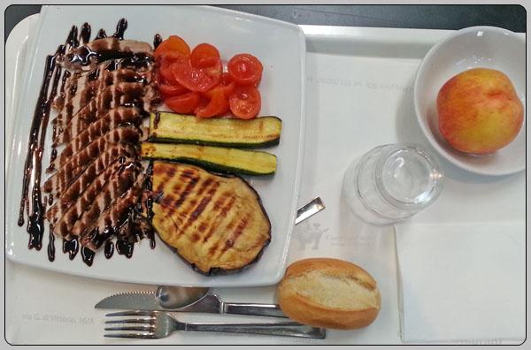볼로냐에서의 이태리 식 점심 식사