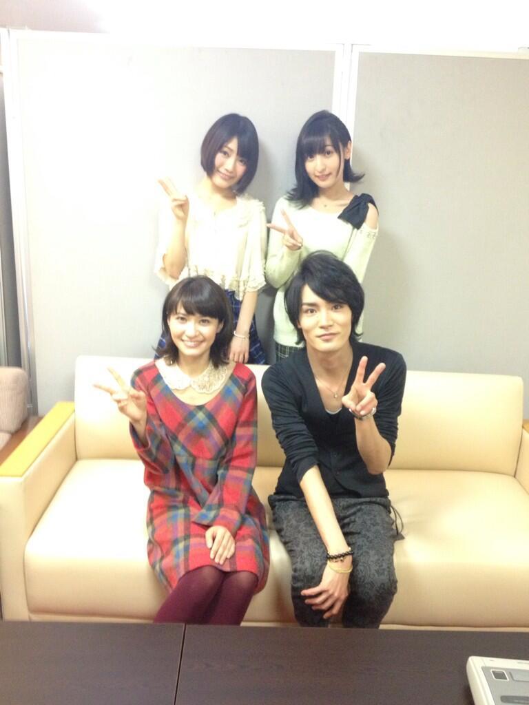 성우 사쿠라 아야네의 헤어 스타일이 예쁘네요.