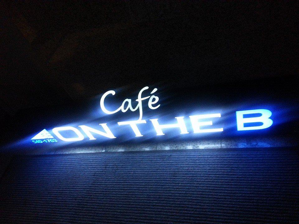 """[서울/신사] 가로수길 대표 스무디집 """"Cafe ON T.."""