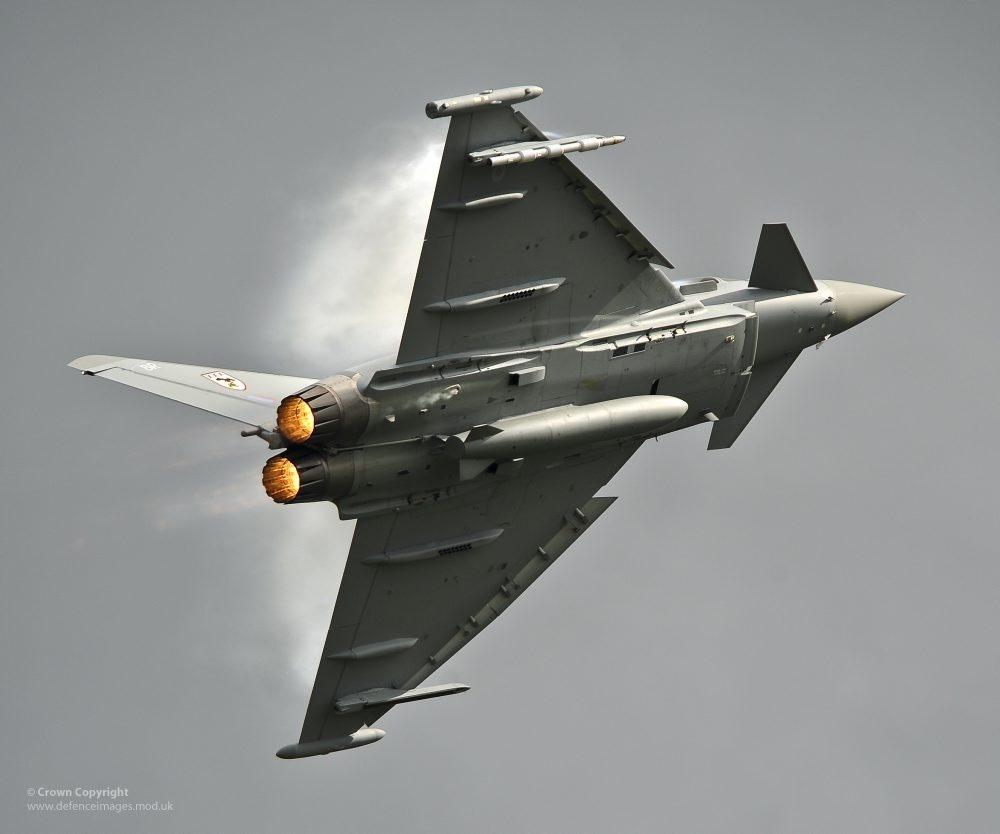 우리나라에 타이푼 전투기를 팔려고 몸부림치는 EADS