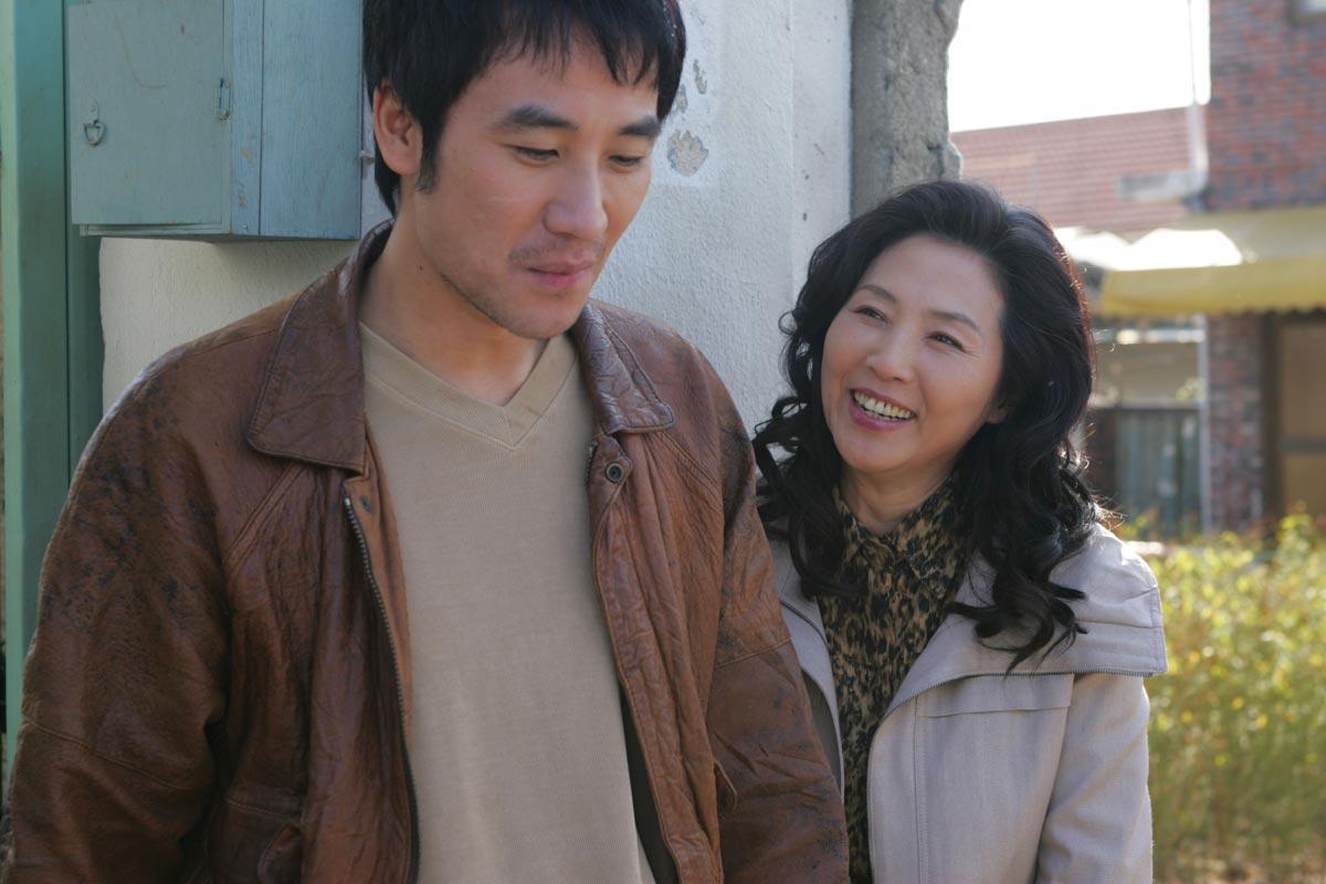 가족의 탄생 (Family Ties, 2006)