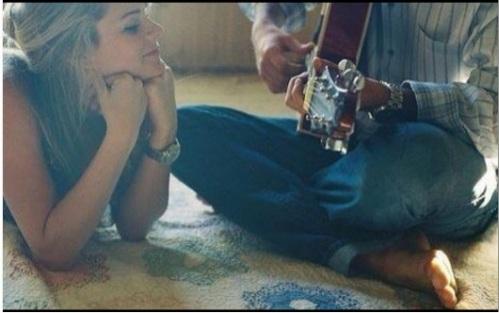 기타와 미소