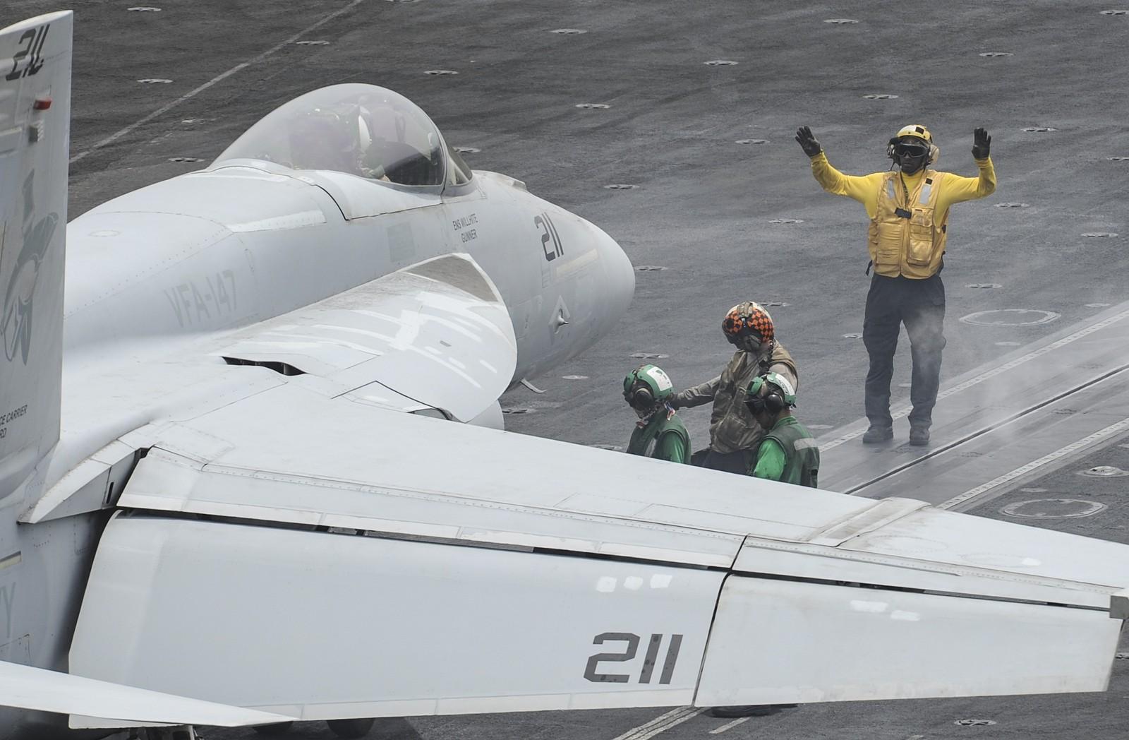 F-35C 때문에 신형 헤드셋을 개발 중인 미 해군