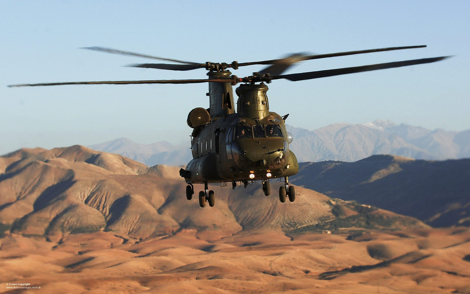 헬리콥터 전력에 최신 미사일 경보시스템을 장착..