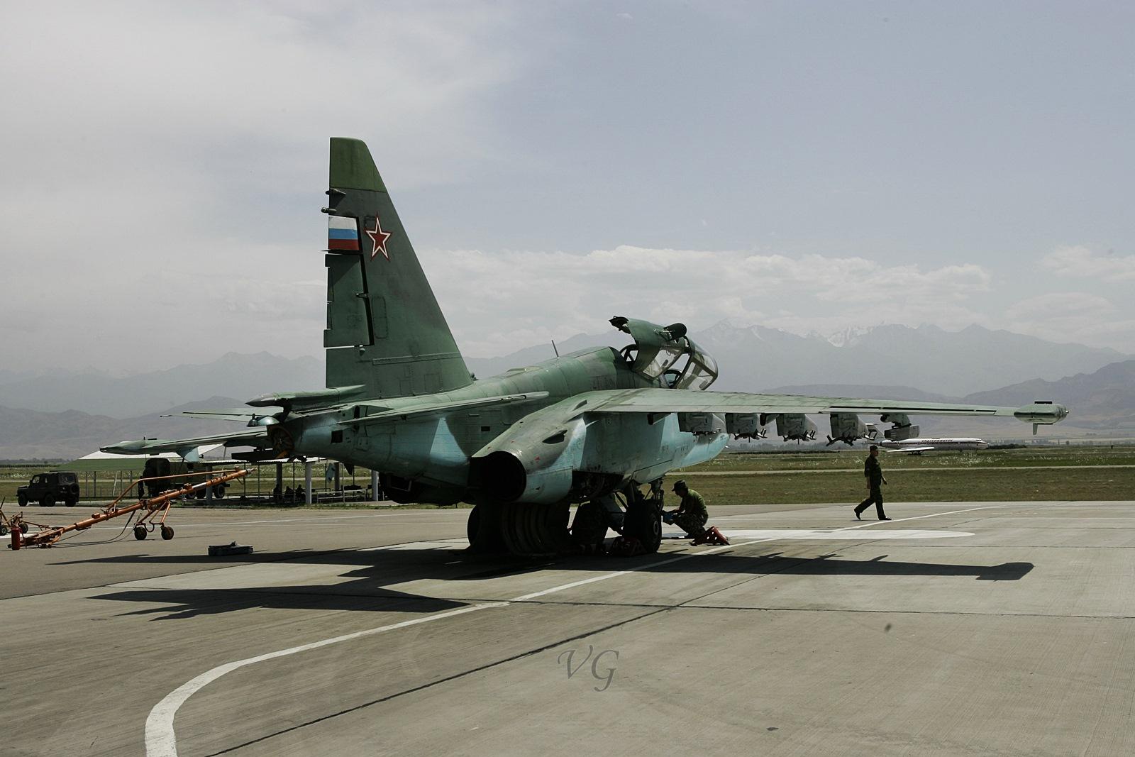 키르기스스탄에 주둔하는 러시아공군  Su-25 공격기