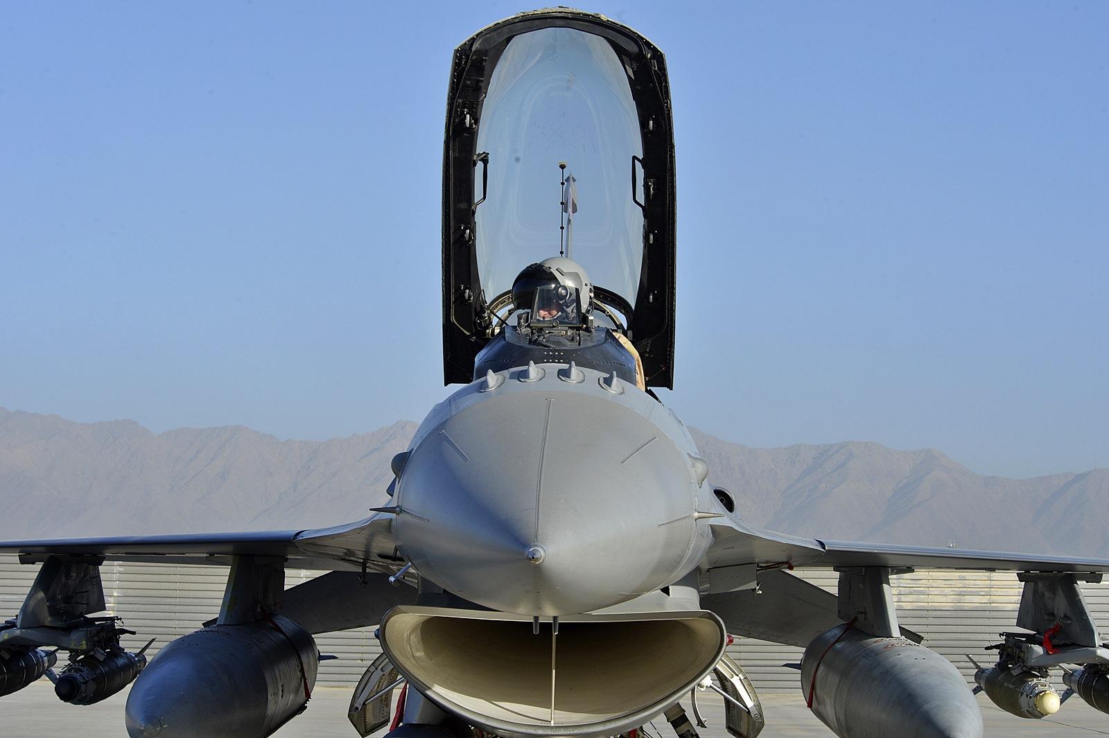 """아프칸에 배치된 """"Red Tails"""", F-16 Fighting.."""