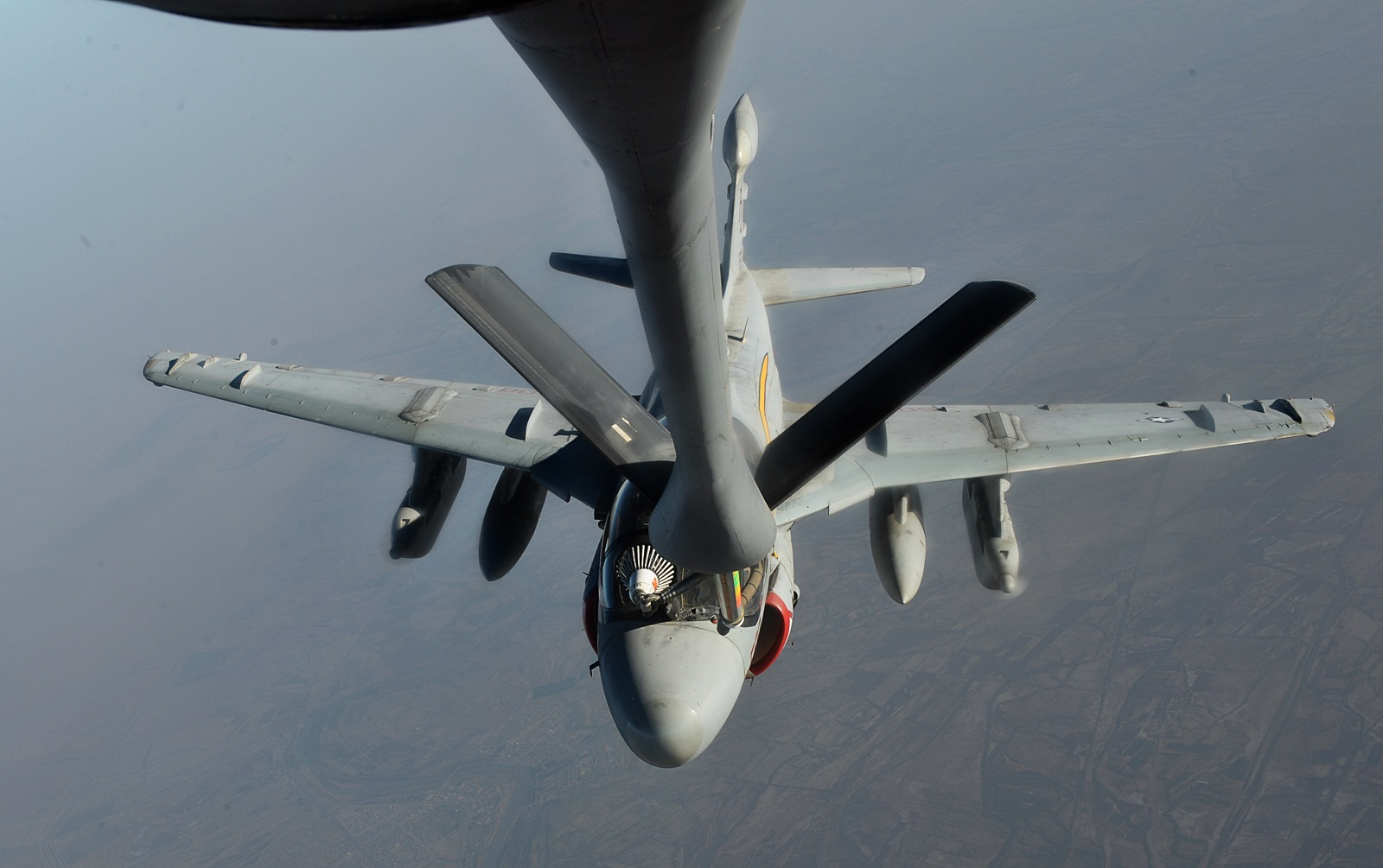 ISIL 공습을 측면지원하는 EA-6B Prowler 전자전기