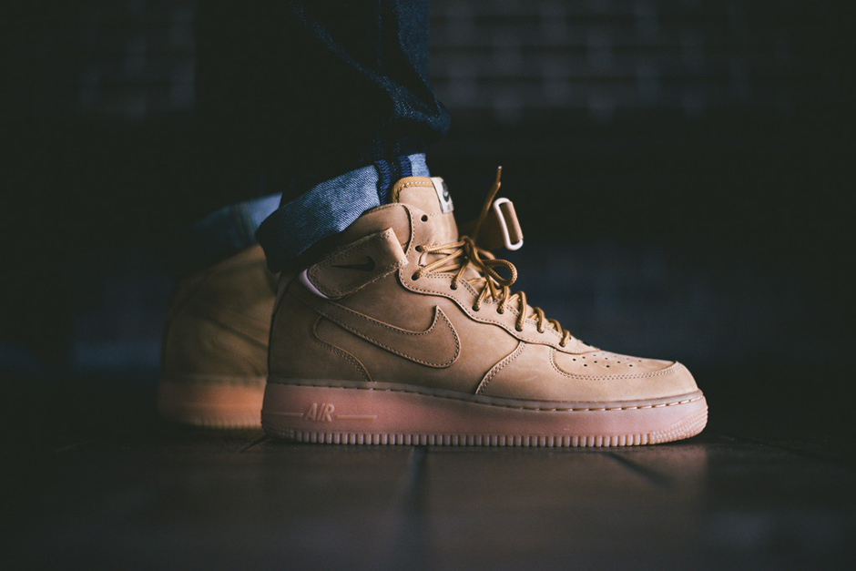- A Closer Look at the Nike Air Force 1 Mid ..