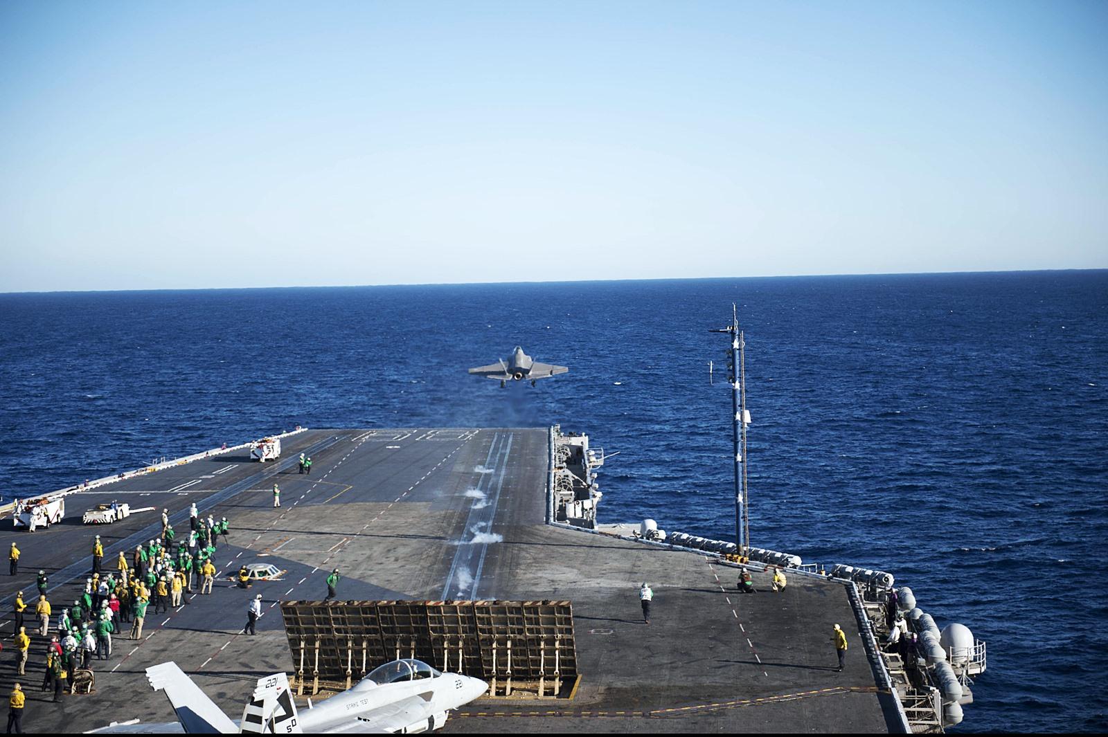 항모에서 처음으로 이륙한 F-35C 공격기
