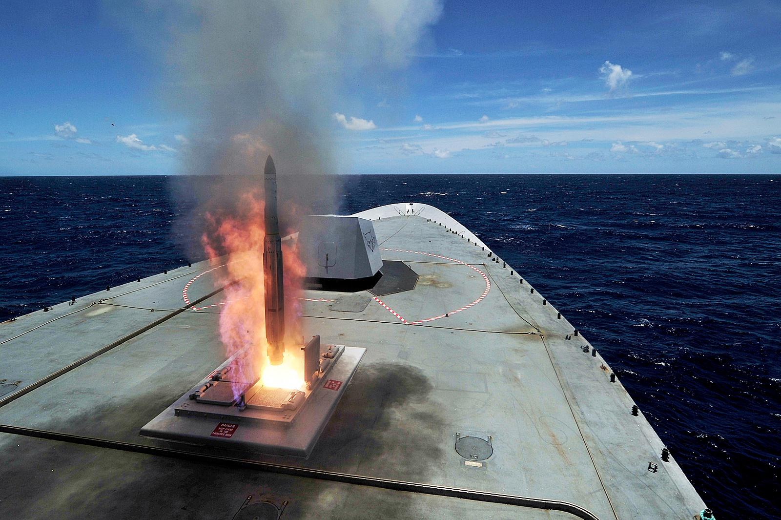 ESSM 미사일 발사하는 노르웨이 Nansen급 방..