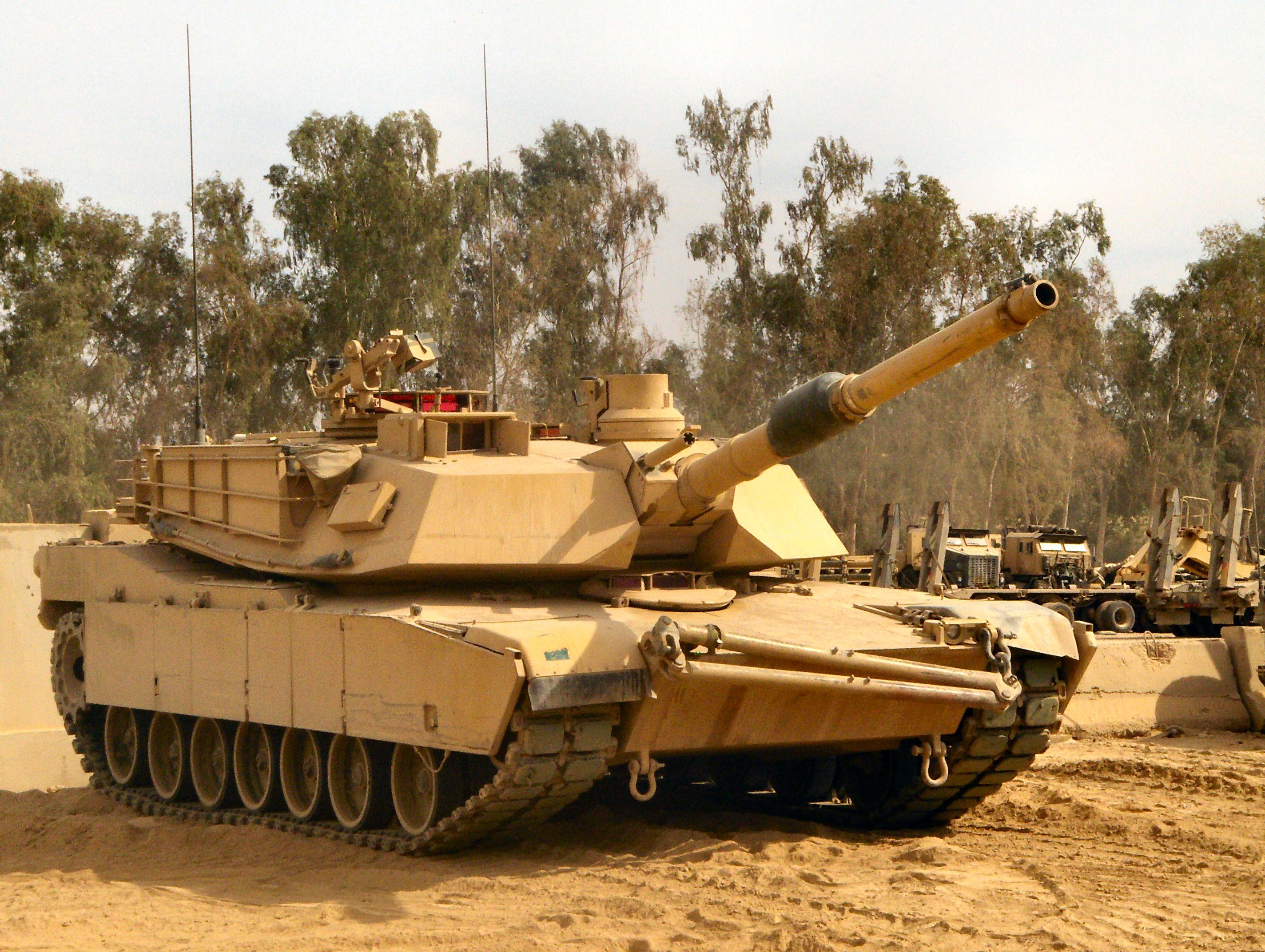 이제 K2 흑표 전차 같은 쓰래기는 폐기하고 M1A2를 ..