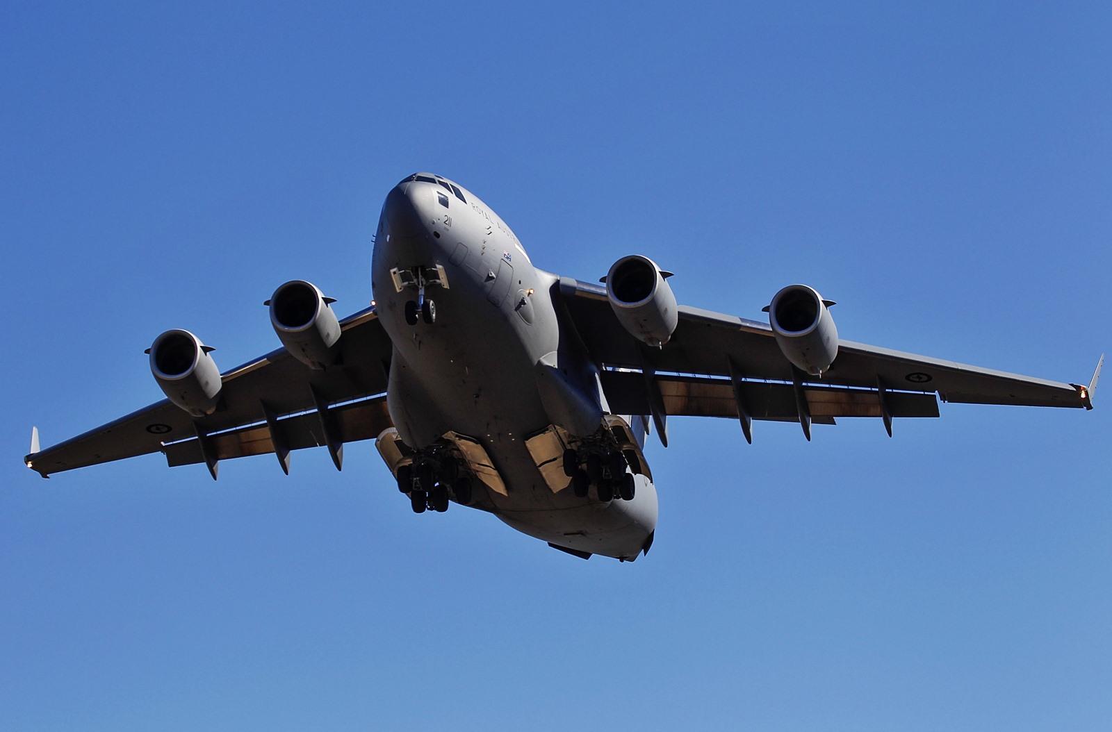 호주공군 대형수송기 C-17A 와 대형급유기 KC-30A ..