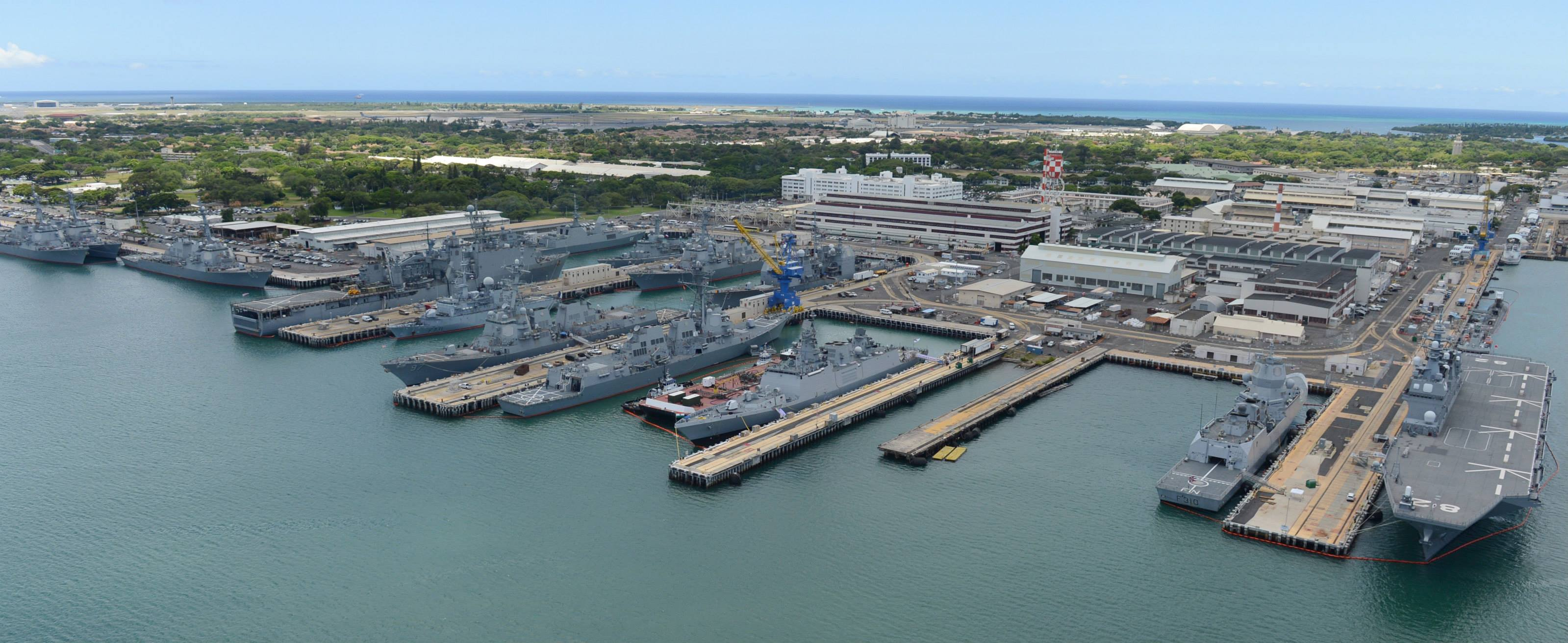 미 해군기지 사진으로 살펴보기