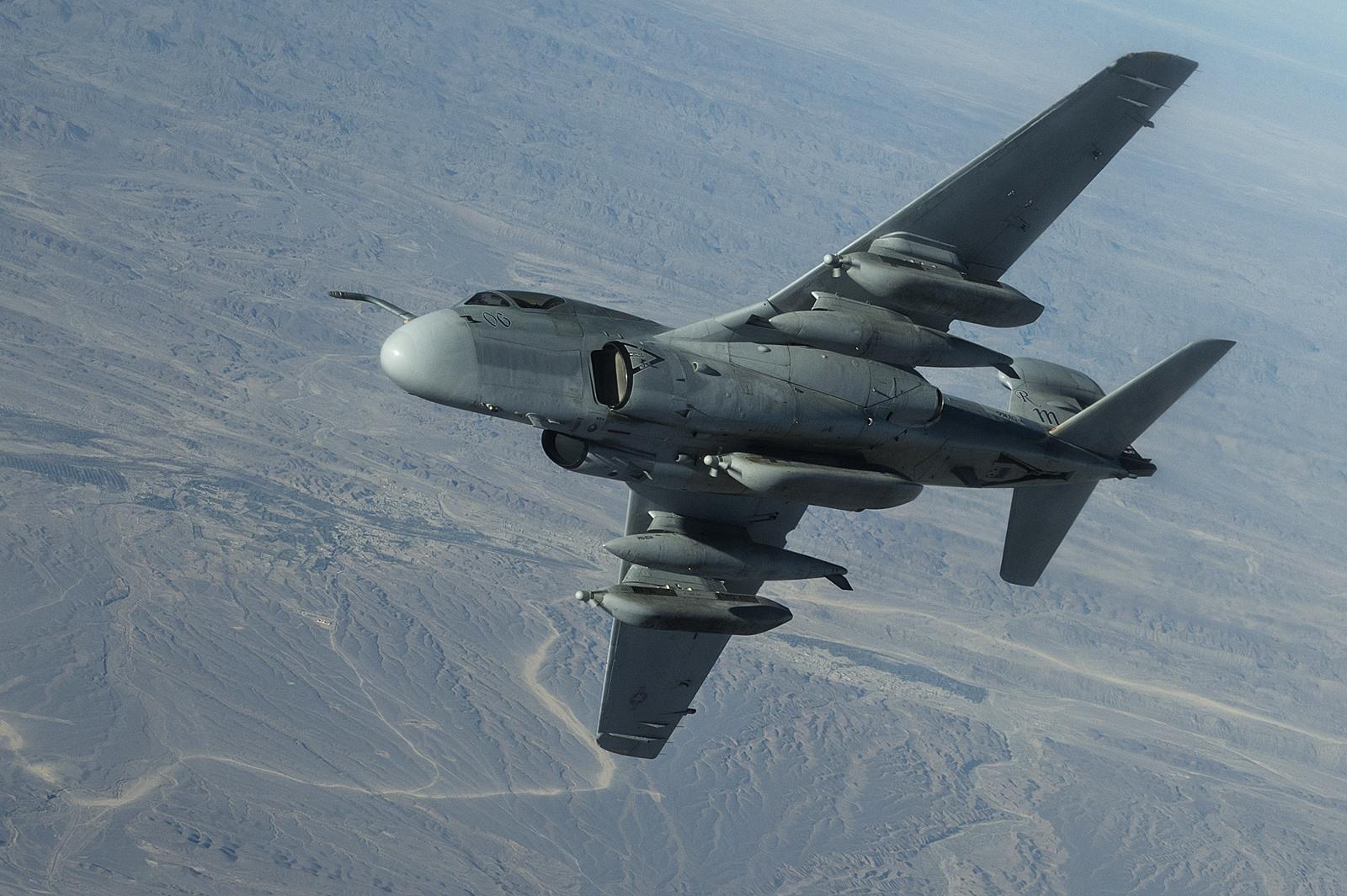 퇴역 임박한 미해병대 EA-6B 전자전기 ISIL 격퇴임..