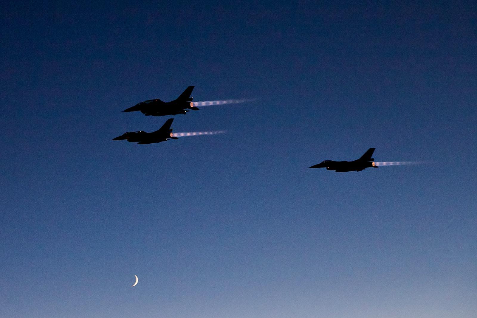 미공군 KC-135와 급유훈련하는 노르웨이공군 F-16