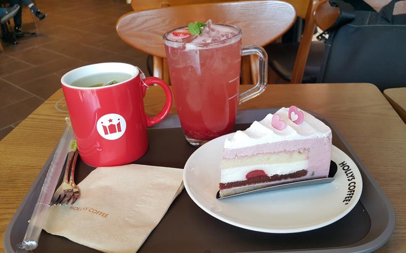 할리스 커피 - 딸기 티라미스와 딸기 스파클링