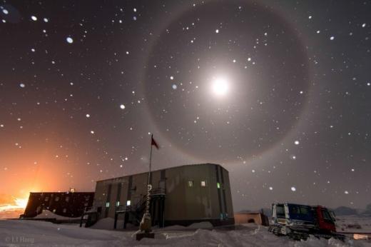 남극에서 촬영된 블루문 해일로