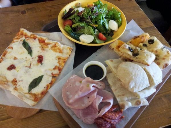 ピザとラザーニャが美味しいところ、<トレヴィ..