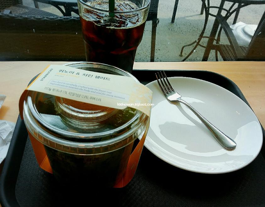 스타벅스 신메뉴 퀴노아 & 치킨 샐러드