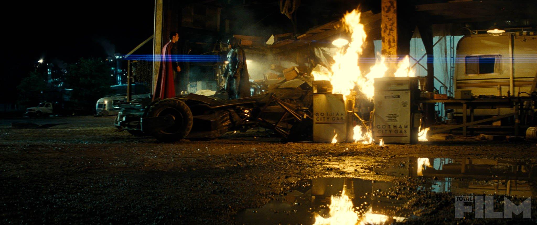 """""""배트맨 V 슈퍼맨"""" 스틸컷들입니다."""