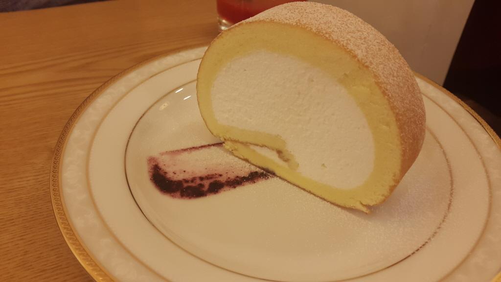 라두스- 우유크림롤케이크, 바나나푸딩,레몬에..
