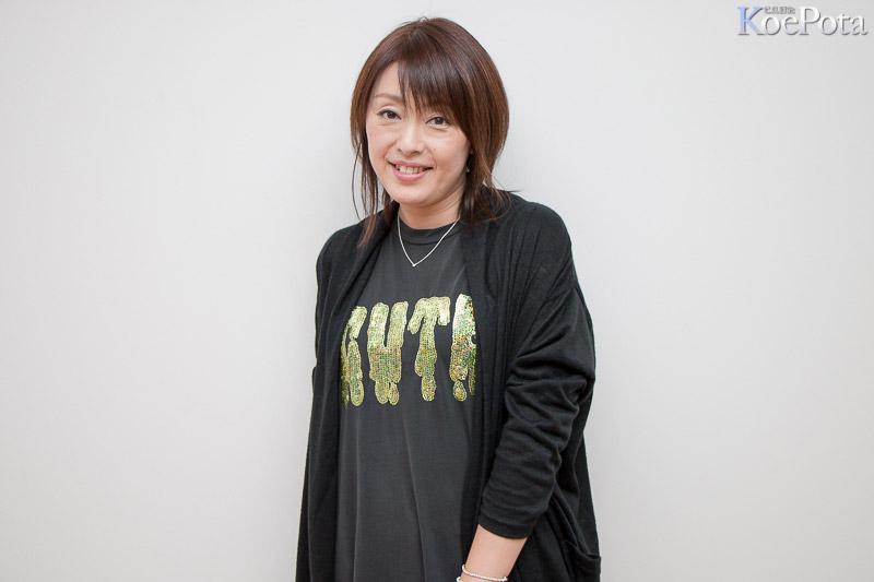 가수 이시다 요코씨의 사진, 어딘가 좀 피곤해 보..
