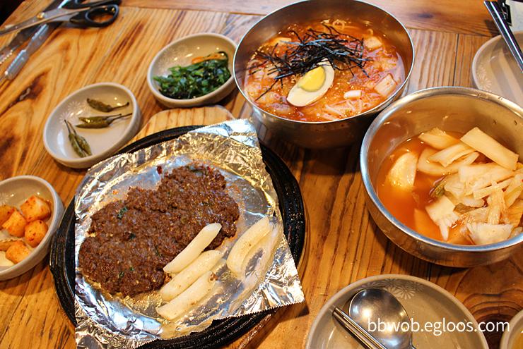 김치말이국수와 떡갈비