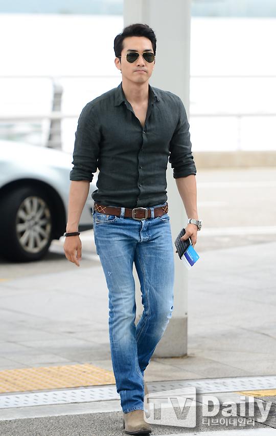 동서양 남자 청바지 패션 코디(Blue jeans denim ..