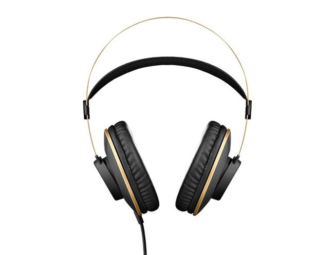AKG에서 밀폐형 헤드폰 신제품 3종을 출시 했습니다.