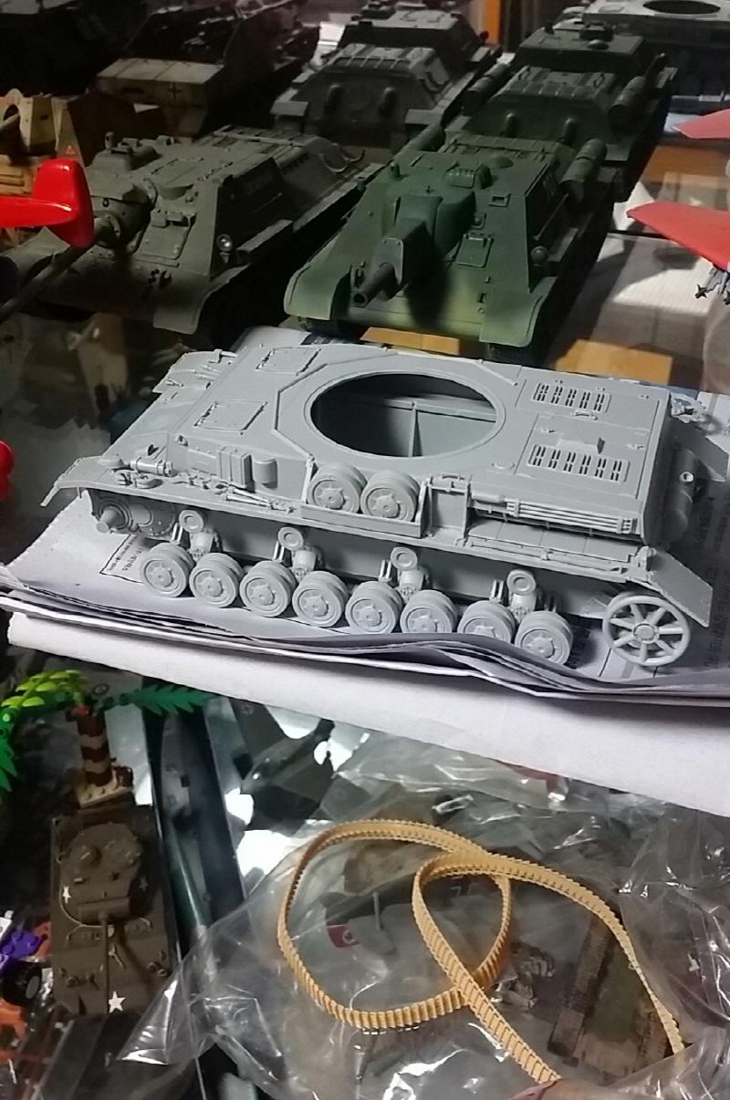 [Girls & Panzer / 4호전차 F2사양] 도색직전의 ..
