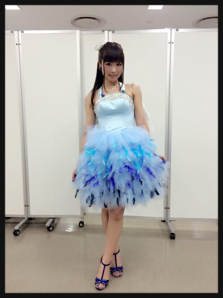 성우 후치가미 마이씨가 트위터에 올린 라이브 의상 사진