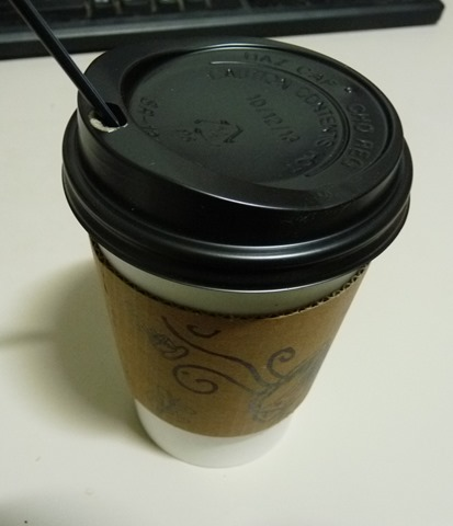 비오기 전날의 쌀쌀함에 마끼아또 커피 한 잔.