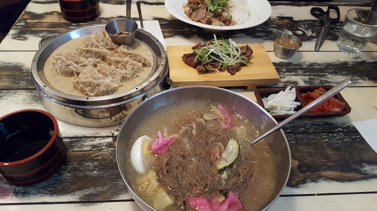 가로수길 쎈불 물냉면, 직화고기 모밀덮밥, 갈..