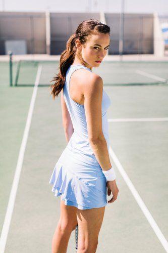 운동은 장비발 테니스는 옷발