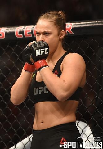 연말 UFC 207 소식, 론다 로우지와 베우둠, 벨라스..