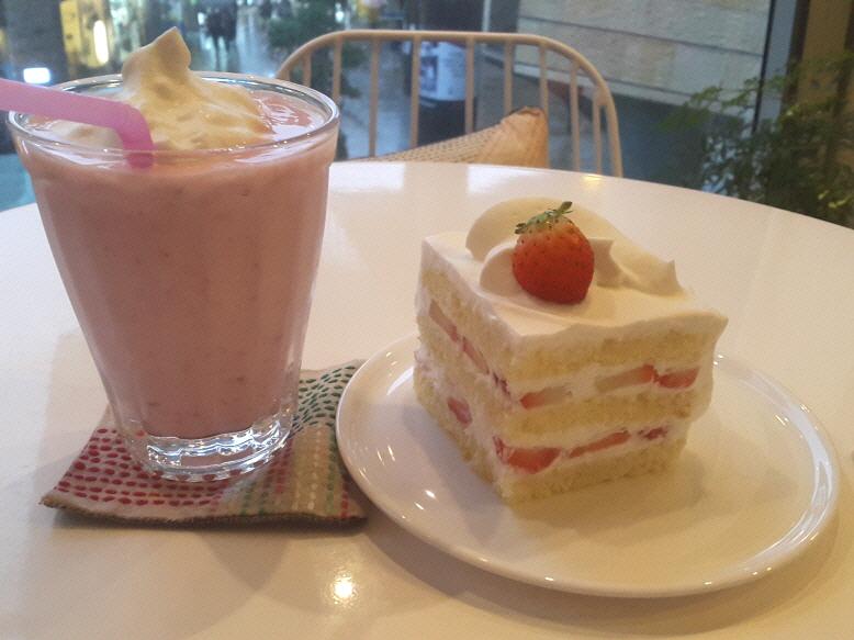 [합정]퐁포네트-딸기케이크, 딸기스무디
