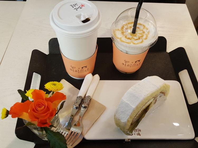 영등포 카페 커피소녀 커피, 까망베르롤케이크