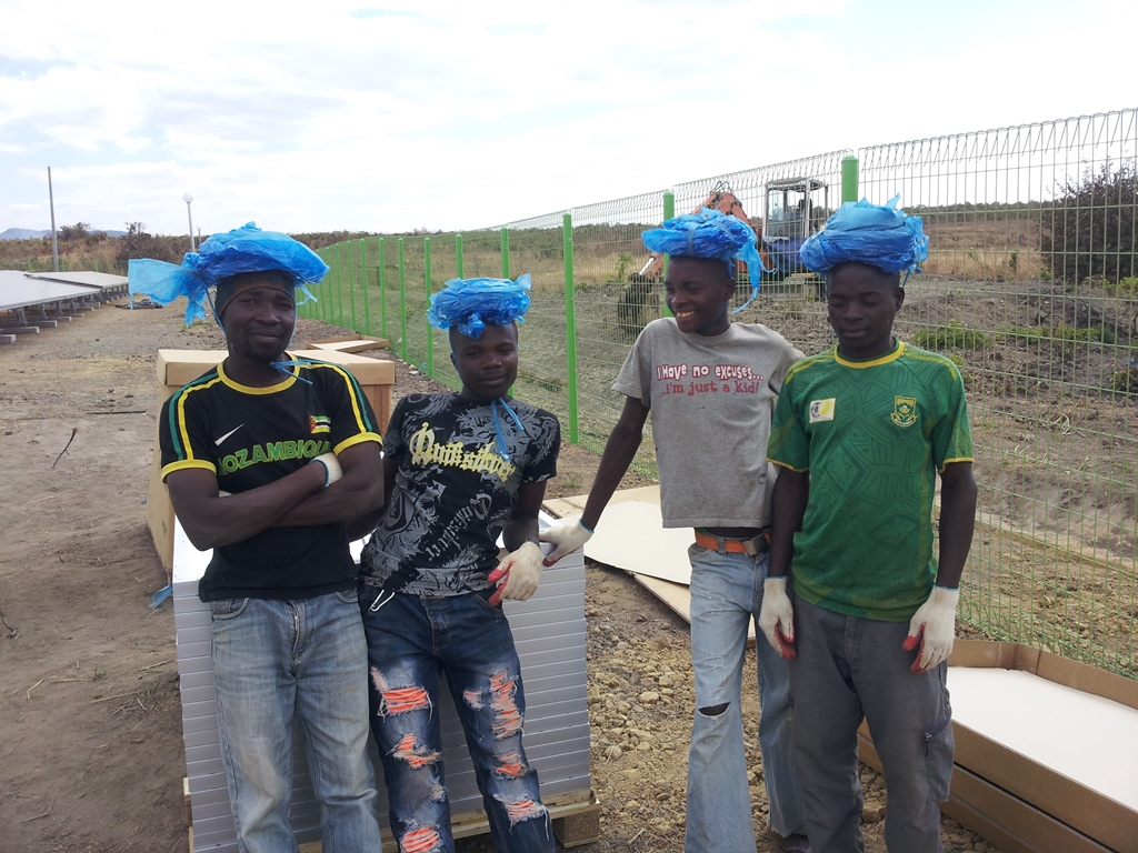 [모잠비크] 파란 비닐 모자