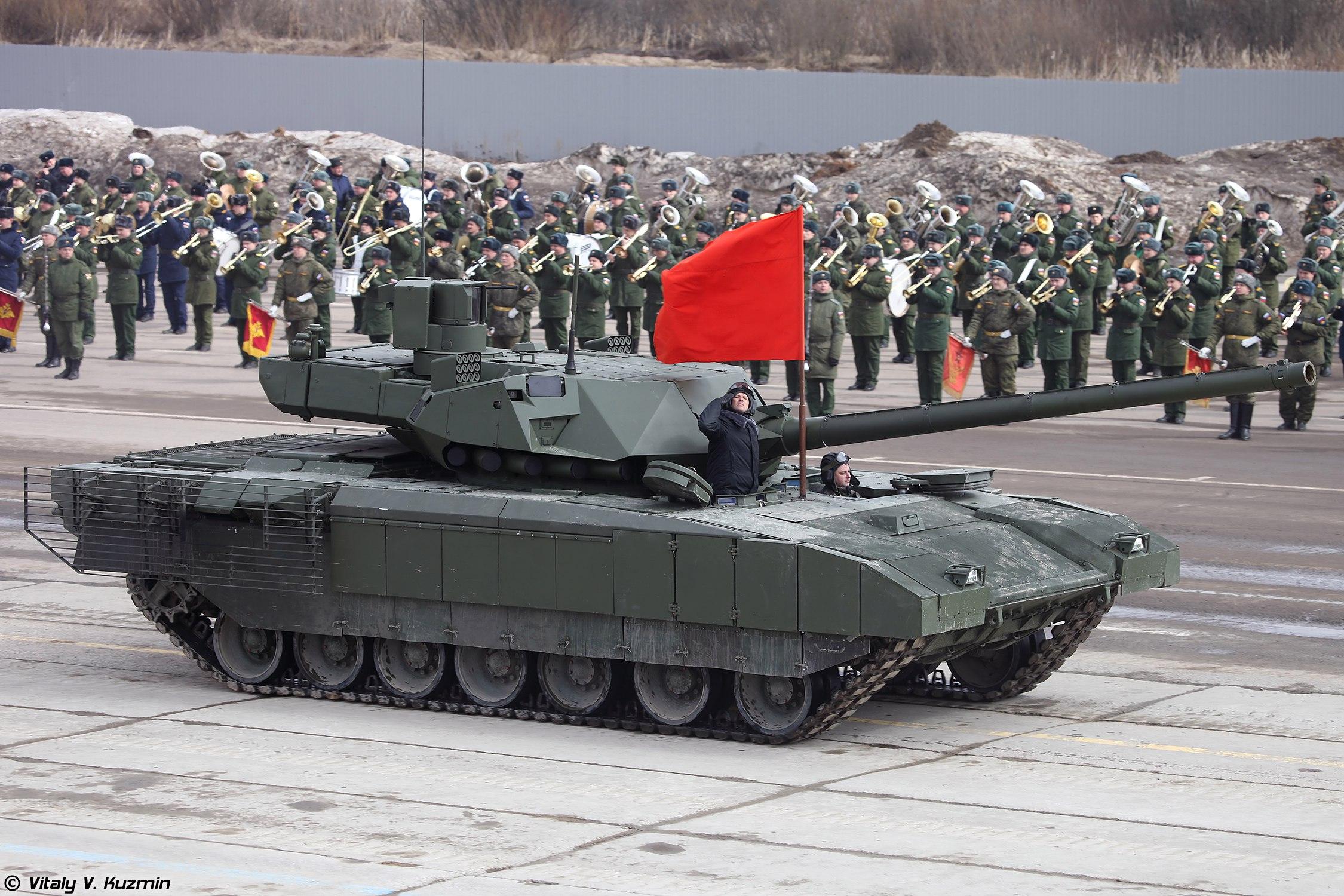 5월 9일 행진 예행연습중인 T-14