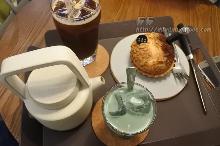 연남동 카페 아라리오브네 쑥이우유(쑥라떼), ..