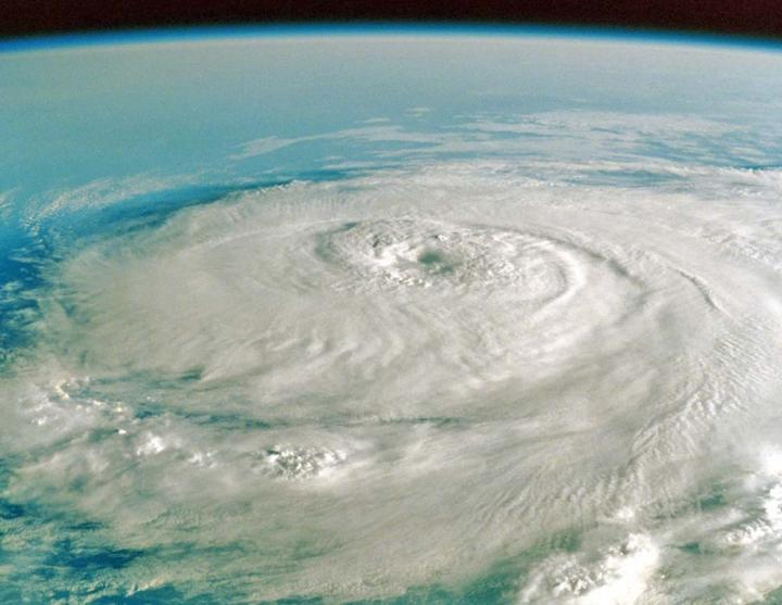 태풍 허리케인 토네이도의 차이는?