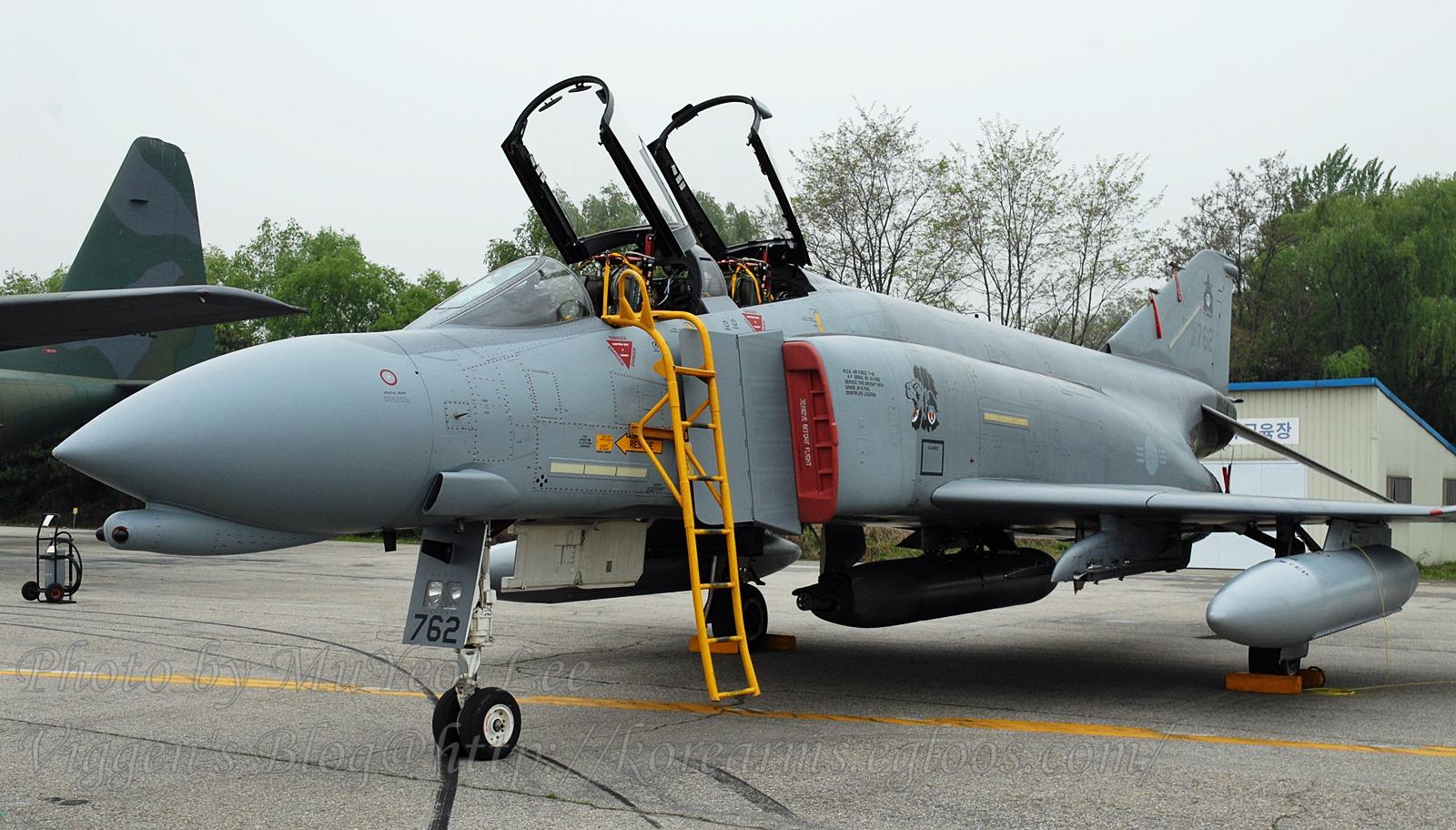 SUU-23/A 포드 장착한 한국공군 F-4D 전폭기