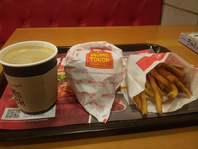 오늘의 점심메뉴, 햄버거와 아메리카노 커피