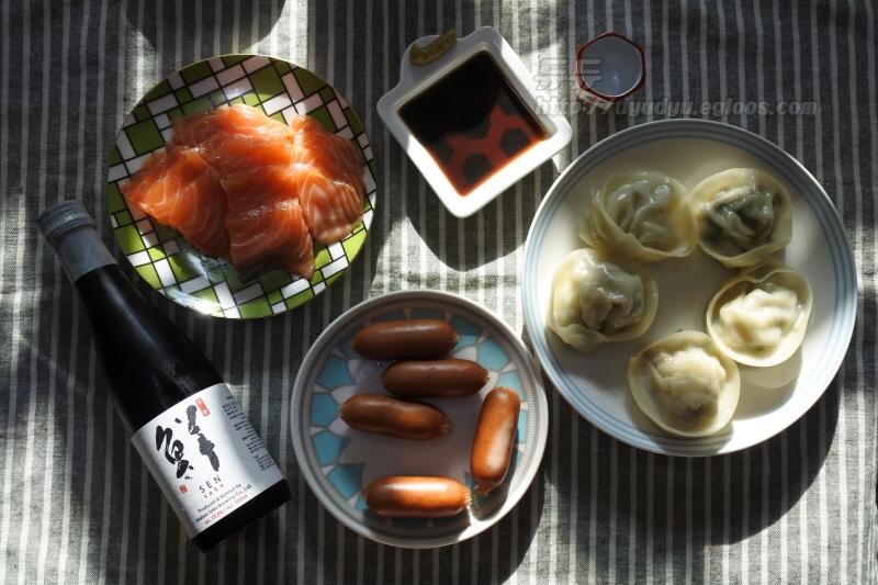 홈술 (사케 센 연어, 만두, 비엔나소시지)