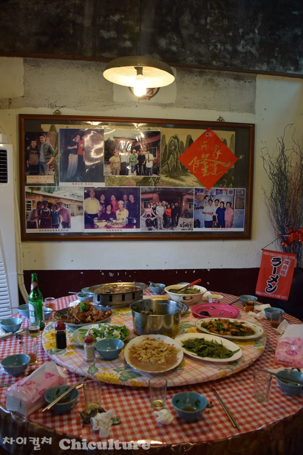 대만시골 가정식식당의 토종닭요리 및 내부 모습들